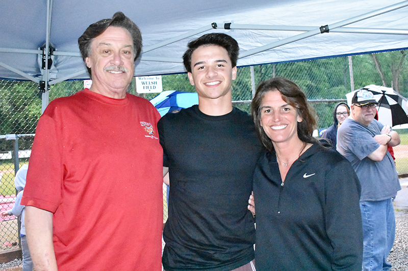 Cubs draftee Tyler Schlaffer posing with his parents, Augie and Sandy. Schlaffer finished off his senior season at Homewood-Flossmoor High with a 7-3 record and a 1.81 ERA. (Donald Crocker/H-F Chronicle)