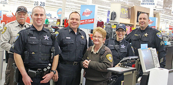Police Toys For Tots 2017 : Toys from police shopping spree will again go to needy