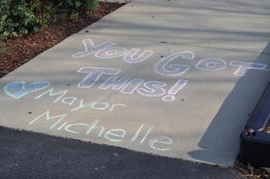 Mayor Michelle Nelson left a note for students outside Western Avenue Elementary School. (BJ)