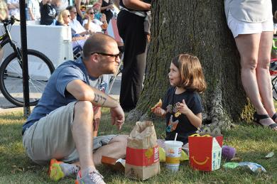 Andy Fine and his daughter Molly share a meal and conversation on the lawn outside of the Flossmoor Public Library during Chamber Night. (BJ)