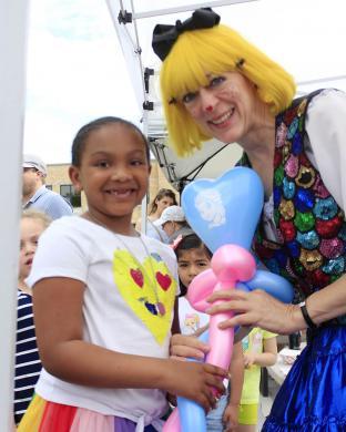 Jordan Taylor, 6, of Olympia Fields receives a custom-made balloon from balloon artist Mary Macaroni.
