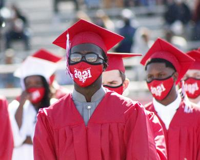 Most students sported Class of 2021 masks during the morning ceremony. (EC)