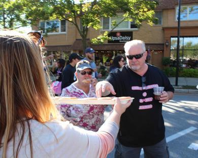 Dawn Peloso offers Don Rago a Krispy Kreme doughnut during the race.