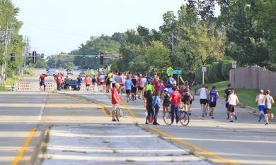 The course makes a brief jog on Kedzie Avenue after leaving the Baythorne neighborhood on the way to the Ballantrae neighborhood.