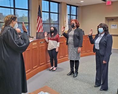 Judge Adrienne Davis, left, swears in trustees Lauren Roman, Barbara Dawkins and newly elected Vivian Harris-Jones. (EC)