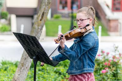 """Kate Nelson plays a beautiful rendition of """"Taps"""" on the violin at Flossmoor's Memorial Day ceremony. (ABS)"""