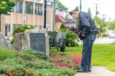 A Homewood veteran reads a memorial plaque listing the names of those who lost their lives in active duty. (ABS)